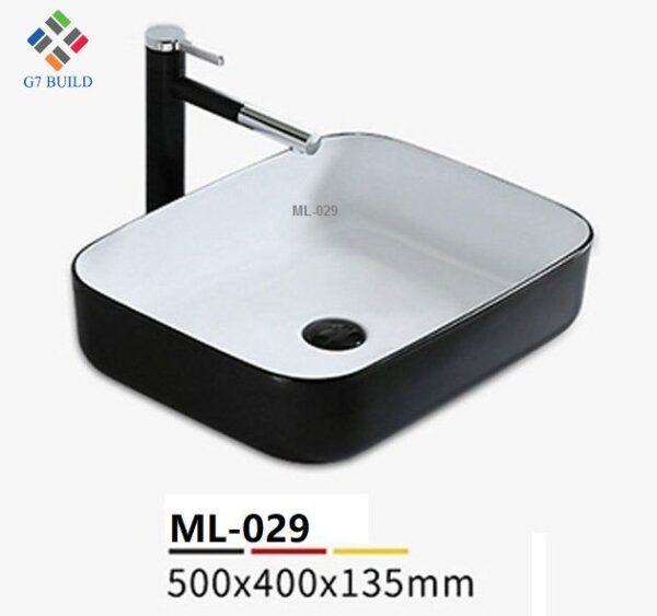 Chậu Lavabo G7ML001 là mẫu chậu lavabo đang hot trong dòng thiết bị vệ sinh cao cấp hiện nay. Chậu lavabo G7ML001 được sản xuất bằng công nghệ hiện đại tinh tế tạo nên vẻ đẹp sang trọng, đẳng cấp cho không gian. Giới thiệu về chậu lavabo G7ML001 Chậu lavabo G7ML001 là mẫu chậu dương bàn hiện đại, tinh tế, được sản xuất bằng 100% nguyên liệu sứ cao cấp được nung ở nhiệt độ cao làm cho lớp sứ có độ liên kết cao bền. Lớp men sử dụng công nghệ tĩnh điện tạo độ sáng bóng và bền cao tăng độ sáng và dễ dàng trong quá trình vệ sinh lau chùi. Chậu lavabo G7ML001 được thiết kế hiện đại với hình dáng ưa chuộng. Lòng chậu chìm, vành chậu nổi làm tăng tính thẩm mỹ. Sử dụng chậu lavabo dương bàn giúp không gian phòng sang trọng hơn, hiện đại hơn. Ưu điểm của chậu lavabo G7ML001 - Thiết kế đặc sắc, sang trọng hiện đại - Chậu lavabo sản xuất thông công nghệ hiện đại giúp lòng lavabo nhẵn, hạn chế các vết bẩn, vi khuẩn. Sản phẩm luôn mang đến sự sang trọng, sạch sẽ và hiện đại. - Chậu lavabo với lớp men đặc biệt giúp dễ dàng vệ sinh không cần dung đến chất tẩy rửa hóa chất nhiều. - Công nghệ men nano chống bám bẩn, nấm mốc hiện đại - Phù hợp đặt với các không gian thiết kế Quy trình sản xuất chậu lavabo G7ML001 Chậu lavabo G7ML001 được sản xuất bằng công nghệ hiện đại, với những chất liệu tốt nhất, men sứ cao cấp. Công đoạn sản xuất sử dụng máy tạo phôi và đúc áp lực cao cùng với hệ thống máy CNC. Với công nghệ gia công tự động mang đến độ chính xác cao. Công đoạn đánh bóng được làm cẩn thận bằng máy với hệ thống camera giám sát tiêu chuẩn cao. Chậu lavabo hoàn thiện được đưa qua nhiều công đoạn kiểm định về an toàn cũng như chất lượng được thử nghiệm mới đến giai đoạn đóng gói. Nơi mua chậu lavabo G7ML001 Công ty TNHH MTV Vật liệu xây dựng G7 chuyên cung cấp hệ thống vật tư hoàn thiện bao gồm gạch ốp lát, gạch trang trí, thiết bị vệ sinh, thiết bị hoàn thiện khác với mẫu mã đa dạng, chất lượng đảm bảo luôn giữ uy tín lên hàng đầu. Liên hệ G7 Build để được tư vấn mẫu mã lựa chọn sản
